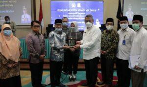 Benyamin Davnie menerima kunjungan kerja komisi VIII DPR RI di Puspemkot Tangsel, Ciputat, Rabu (24/3)