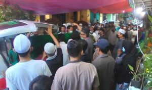 Kondisi saat Almarhum tiba dirumah duka (Irfan Maulana/SuaraBantenNews)